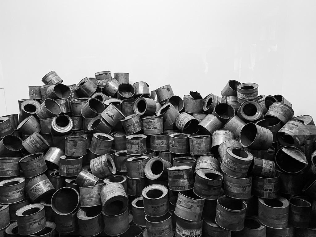 cylinders met Zyklon B gas.