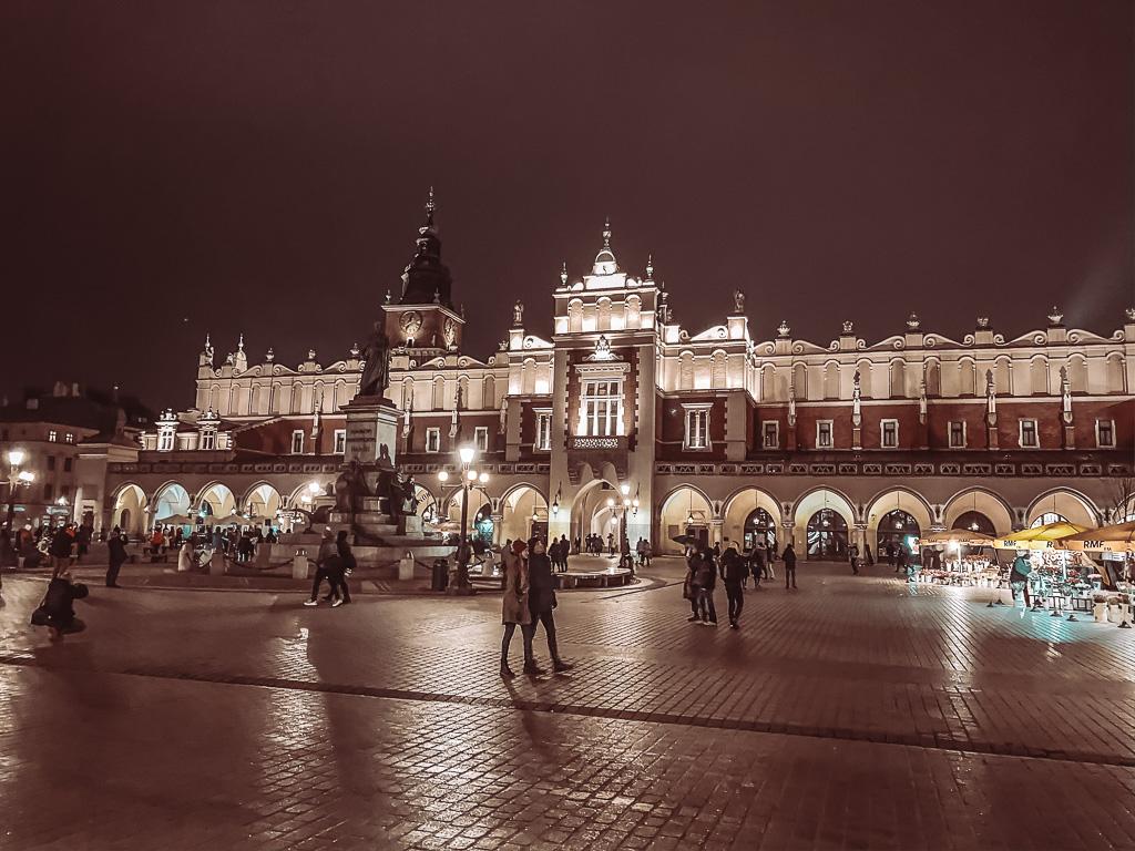 Rynek Glówny of Grote Markt met zicht op de lakenhal